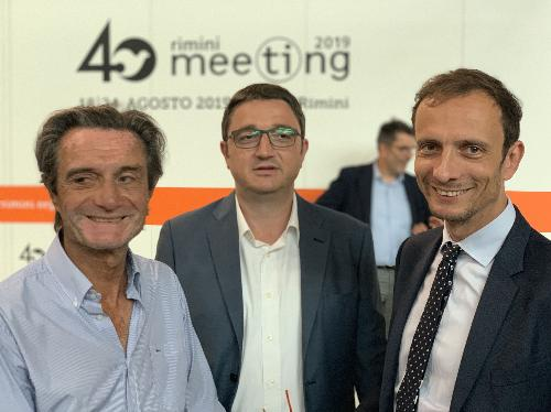 Il governatore Massimiliano Fedriga, al 40° Meeting di Rimini assieme al presidente della Regione Lombardia Attilio Fontana e al presidente della Provincia Autonoma di Trento, Maurizio Fugatti.