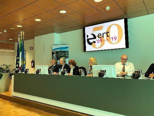 Il tavolo dei relatori alla conferenza dell'Ert (Ente regionale teatrale) con, al centro, l'assessore alla Cultura del Fvg Tiziana Gibelli.