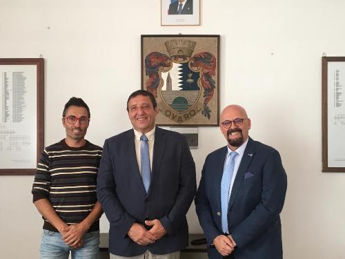 L'assessore ai Sistemi informativi del Friuli Venezia Giulia, Sebastiano Callari, assieme al vicepresidente del Consiglio regionale, Stefano Mazzolini, e al sindaco di Ovaro (Udine), Mario Cattarinussi.