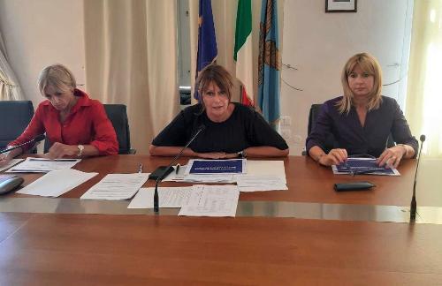 Al centro della foto l'assessore regionale all'Istruzione Alessia Rosolen