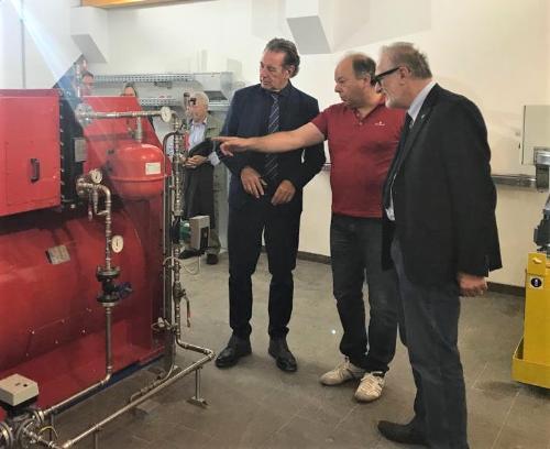 L'assessore all'Ambiente Fabio Scoccimarro nel corso della sua visita alla centrale idroelettrica di Paularo