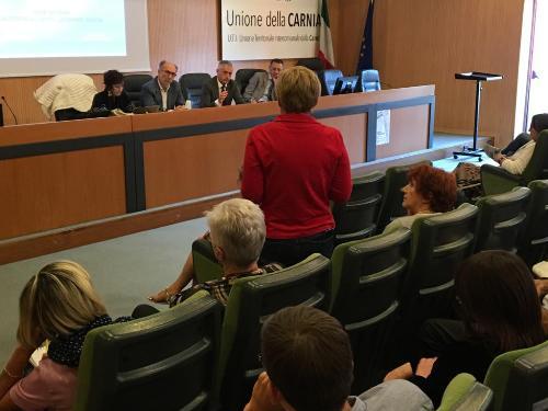 Il vicegovernatore del FVG con delega alla Salute Riccardo Riccardi all'incontro con l'Ambito territoriale della Carnia