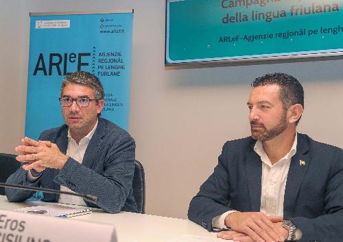 L'assessore regionale Pierpaolo Roberti alla presentazione della campagna per la lingua friulana con il presidente della Arlef Eros Cisilino