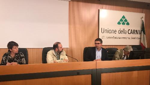 L'assessore regionale alle Autonomie locali e funzione pubblica, Pierpaolo Roberti, durante l'incontro con i rappresentanti dell'Uncem (Unione nazionale dei comuni, comunità e enti montane) a Tolmezzo