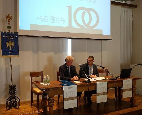 L'assessore regionale Pierpaolo Roberti con il presidente della Società Filologica Friulana Federico Vicario
