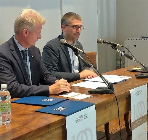 Roberti e Vicario alla presentazione degli eventi per il centenario della Filologica a Palazzo Mantica a Udine