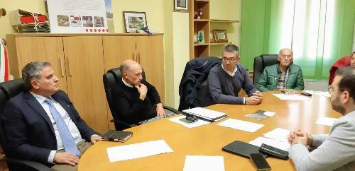 L'assessore regionale Pierpaolo Roberti all'incontro con i Comuni in cui è presente la minoranza linguistica germanofona