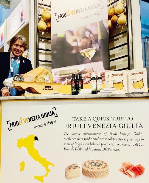 L'assessore regionale al Turismo Sergio Emidio Bini a Chicago durante la missione promozionale dell'enogastronomia e turismo del Friuli Venezia Giulia