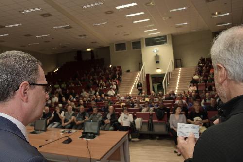 Un momento della presentazione del documentario dedicato alla prevenzione dei rischio valanghe a Trieste nell'aula maga della Sissa con l'assessore del Fvg alla Montagna Stefano Zannier.