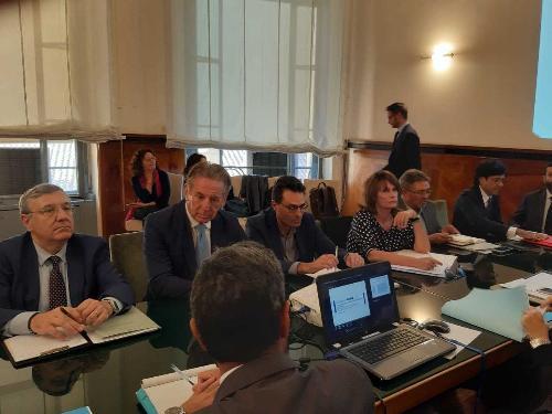 Gli assessori Alessia Rosolen e Fabio Scoccimarro al tavolo sulla Ferriera