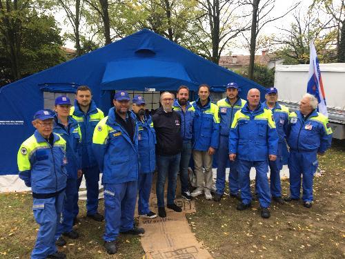 Il vicegovernatore del FVG Riccardo Riccardi con i volontari dei Protezione civile comunale di Aquileia in occasione della presentazione del Piano di emergenza