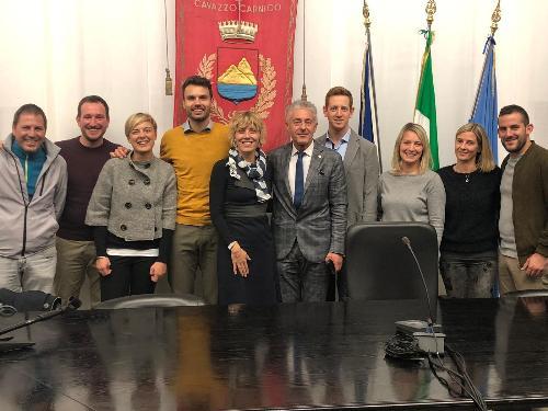 L'assessore regionale alle Finanze Barbara Zilli insieme al sindaco e ai componenti dell'amministrazione comunale di Cavazzo
