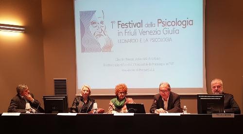 L'assessore regionale alla Cultura, Tiziana Gibelli (al centro nella foto) durante la presentazione del primo Festival della Psicologia in Friuli Venezia Giulia