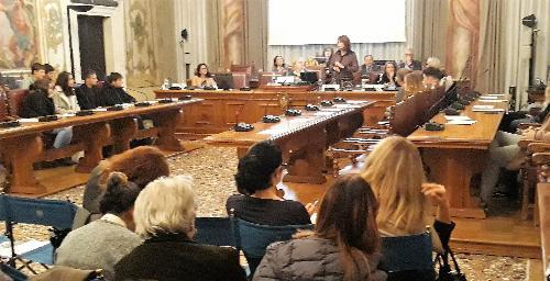 L'assessore regionale al Lavoro Alessia Rosolen interviene al convegno della Commissione pari opportunità a palazzo Belgrado a Udine