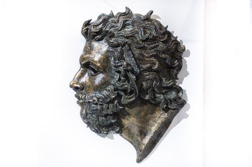 La testa del Vento bronzea esposta nella mostra Aquileia 2200. Porta di Roma verso i Balcani e l'Oriente, all'Ara Pacis - Roma, 8 novembre 2019.