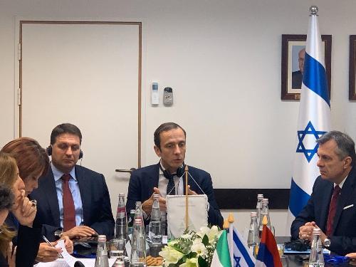 Il governatore del FVG Massimiliano Fedriga e l'assessore regionale Alessia Rosolen nell'incontro con il Comune di Modi'in- Maccabim-Re'ut, il Centro multidisciplinare per l'apprendimento di Modi'in, l'Unione delle municipalità israeliane
