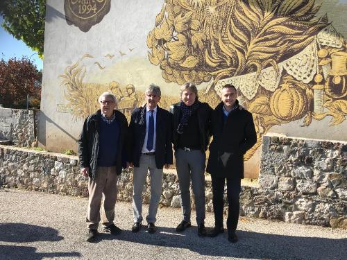 L'assessore regionale al Turismo, Sergio Emidio Bini, con il consigliere regionale Massimo Moretuzzo, il sindaco di Fagagna Daniele Chiarvesio ed Elia Tomai, presidente dell'associazione del museo della vita contadina.