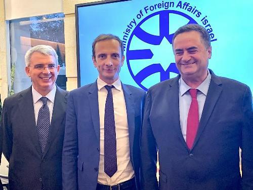 Il governatore del FVG Massimiliano Fedriga con il ministro degli Affari Esteri israeliano Yisrael Katz (a dx) e l'ambasciatore italiano in Israele Gianluigi Benedetti a Gerusalemme.