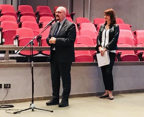 L'assessore regionale ai Sistemi informativi, Sebastiano Callari, all'Infoday dedicato alla rete per l'uso della lingua slovena nella Pubblica amministrazione.
