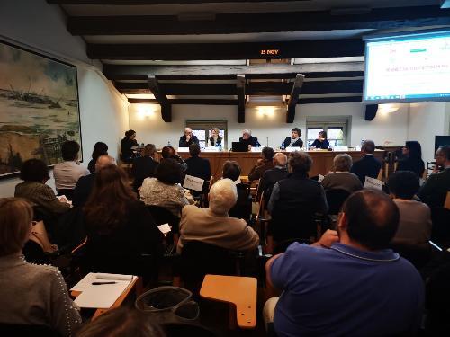 """Il vice governatore con delega alla Salute, Riccardo Riccardi, interviene all'apertura del seminario """"Sguardi sul terzo settore in Fvg"""" - Udine, 15 novembre 2019."""