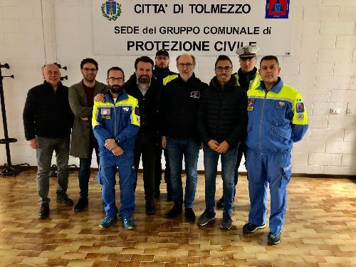 Il vicegovernatore Riccardo Riccardi con il gruppo di Protezione civile di Verzegnis