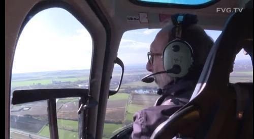 Il vicegovernatore del Friuli Venezia Giulia Riccardo Riccardi durante il sopralluogo compiuto in elicottero nelle diverse aree della regione colpite dall'ondata di maltempo