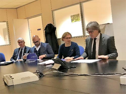L'assessore regionale alle Attività produttive, Sergio Emidio Bini, durante l'incontro con i rappresentanti dei Consorzi di sviluppo economico locale nella sede della Regione a Udine.
