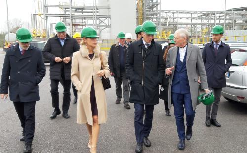 Il governatore del Friuli Venezia Giulia, Massimiliano Fedriga, accompagnato dalla presidente di Friulia, Federica Seganti, e dal presidente di Halo Industry, Angelo Colombo, visita lo stabilimento chimico -Torviscosa, 21 novembre 2019.