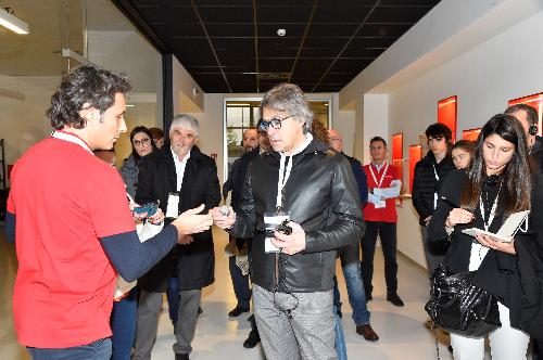 Un momento della visita dell'assessore del Fvg alle Attività produttive, Sergio Emidio Bini, all'azienda LimaCorporate.