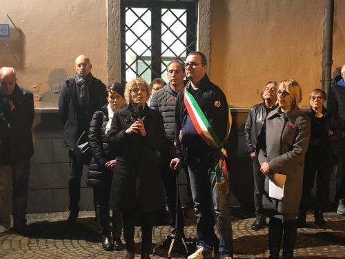 L'assessore regionale Barbara Zilli ha testimoniato oggi a Pagnacco (Udine) la vicinanza propria e dell'Amministrazione Fvg a tutte le donne vittime di violenza, partecipando all'inaugurazione di una panchina rossa posta accanto al Municipio -Pagnacco, 25 novembre 2019