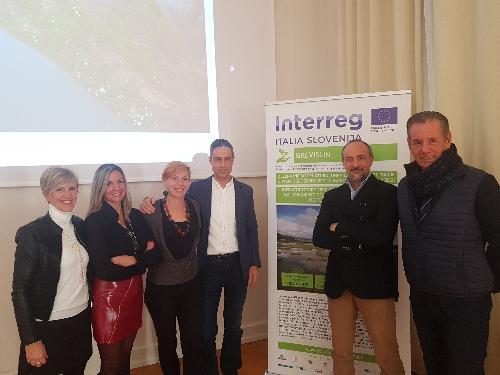 L'assessore alla Difesa dell'ambiente Fabio Scoccimarro con i responsabili del Servizio gestione risorse idriche della Regione Fvg