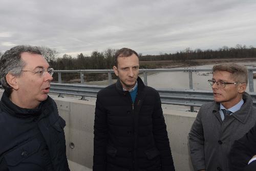 Il governatore Fedriga con l'assessore alle Infrastrutture Graziano Pizzimenti e il dirigente di Autovie Venete Enrico Razzini