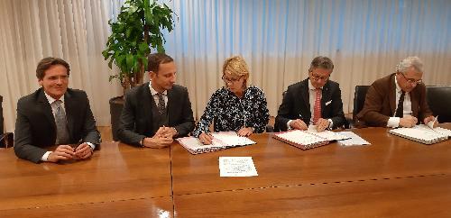 Il governatore del Friuli Venezia Giulia, Massimiliano Fedriga, presenzia alla firma della convenzione tra Friulia, rappresentata dalla presidente Federica Seganti, e le banche del territorio (Civibank, Mediocredito Fvg e Cassa Centrale Banca) - Udine, 2 dicembre 2019.