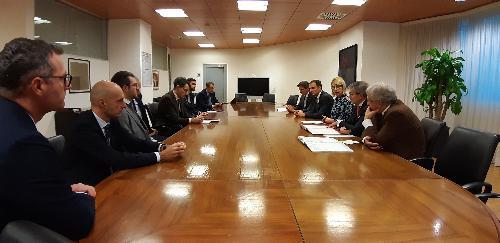 Il governatore del Friuli Venezia Giulia, Massimiliano Fedriga, al tavolo della firma della convenzione tra Friulia, rappresentata dalla presidente Federica Seganti, e le banche del territorio (Civibank, Mediocredito Fvg e Cassa Centrale Banca) - Udine, 2 dicembre 2019.