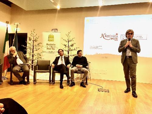 L'intervento dell'assessore regionale alle Attività produttive, Sergio Emidio Bini, a Buttrio, con accanto il presidente dell'Associazione, Massimo Sclausero, il consigliere regionale, Mauro Di Bert, il sindaco, Eliano Bassi.