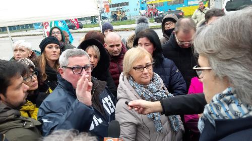 L'assessore regionale alle Attività produttive, Sergio Emidio Bini, tra i lavoratori della Safilo in sciopero - Martignacco (Ud), 13 dicembre 2019.