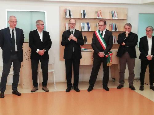 Al centro il vicegovernatore Riccardo Riccardi all'inaugurazione della sala al Cro di Aviano