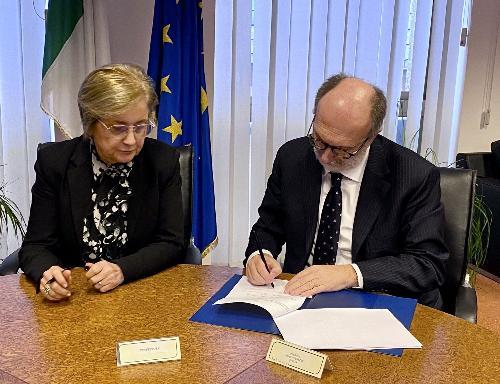 Il vicegovernatore del Friuli Venezia Giulia con delega alla Salute, Riccardo Riccardi, e il Prefetto di Pordenone Maria Rosaria Maiorino.