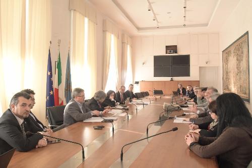 L'assessore regionale alle Attività produttive del Friuli Venezia Giulia, Sergio Emidio Bini al tavolo sulla crisi dello stabilimento Safilo