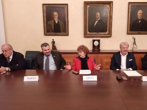 Al centro della foto l'assessore regionale Tiziana Gibelli durante la presentazione dell'Associazione temporanea di impresa per la candidatura Unesco del Collio