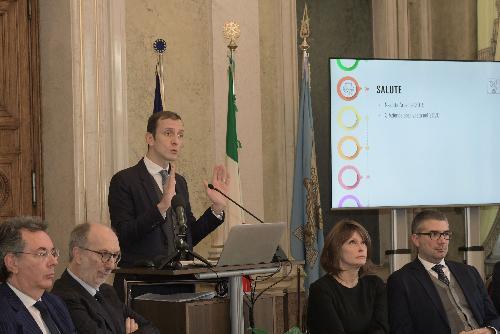 Il governatore del Friuli Venezia Giulia, Massimiliano Fedriga e il vicegovernatore e assessore regionale alla Salute, Riccardo Riccardi (secondo da sinistra nella foto)