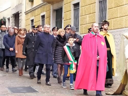L'assessore Zilli in corteo da palazzo Boton verso il duomo di Gemona in occasione della rievocazione storica per la Messa del Tallero