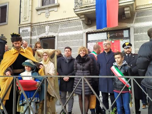 L'assessore Zilli con il presidente del Consiglio regionale Piero Mauro Zanin nel corteo verso il duomo