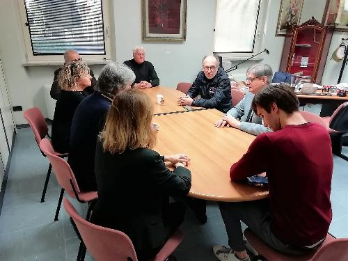 Il vicegovernatore del Friuli Venezia Giulia con delega alla Salute, Riccardo Riccardi, durante l'incontro con il sindaco di San Giorgio di Nogaro, Roberto Mattiussi, in merito alla casa di riposo Chiabà.