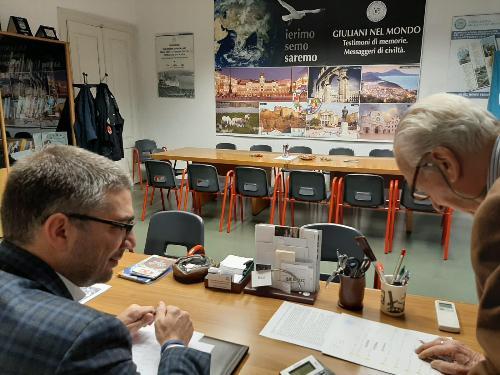 L'assessore ai Corregionali all'estero, Pierpaolo Roberti, nella sede dell'Associazione Giuliani nel mondo.