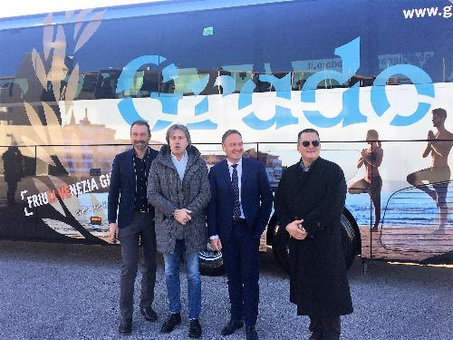 L'assessore regionale al Turismo Sergio Emidio Bini con il direttore di PromoTurismoFvg Lucio Gomiero, il sindaco di Grado Dario Raugna e il direttore dell'azienda slovena Nomago, vettore ufficiale dei bianconeri, Sandi Bratasevec.