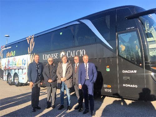 L'assessore regionale al Turismo Sergio Emidio Bini con il direttore di PromoTurismoFvg Lucio Gomiero, il direttore generale di Udinese Calcio Franco Collavino e il direttore dell'azienda slovena Nomago, vettore ufficiale dei bianconeri, Sandi Bratasevec