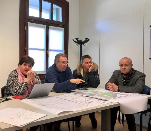 L'assessore a Infrastrutture e Territorio del Fvg, Graziano Pizzimenti, all'incontro in municipio, a Villa Santina, con il sindaco Domenico Giatti e i tecnici.