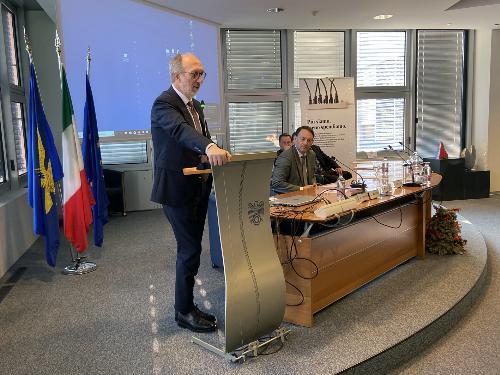 L'intervento del vicegovernatore Riccardo Riccardi durante la cerimonia di premiazione svoltasi a Pordenone