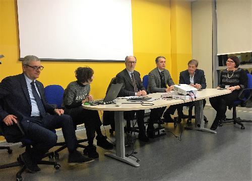 Il vicegovernatore con delega alla Salute Riccardo Riccardi durante la riunione nel Distretto sanitario di Cividale con i sindaci dell'Ambito del Natisone
